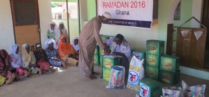 رمضان 2017: الزكاة توزع المواد الغذائية في غانا