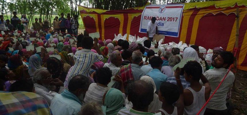 رمضان 2017: الزكاة توزع المواد الغذائية في الهند