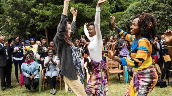 الزكاة تدعم برنامج تمكين الفتيات مع منظمة (Heshima Kenya)