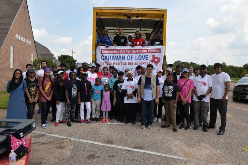 """الزكاة ترسل شاحنات من المساعدات """" قافلة الحب"""" لإغاثة تكساس"""