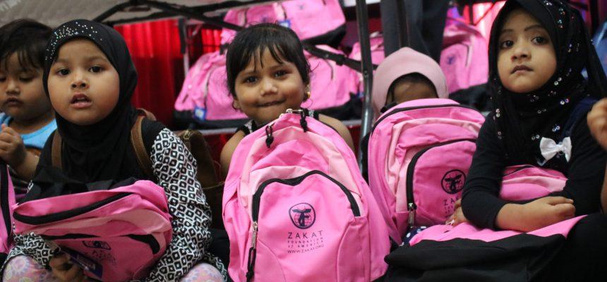 هدايا العيد للأطفال الروهينغا في شيكاغو