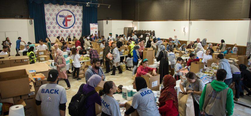 متطوعو منطقة شيكاغو يجهزون 1000 طرد من المساعدات الغذائية لبورتوريكو