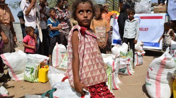 الزكاة توزع المساعدات في اليمن المدمر نتيجة الحرب