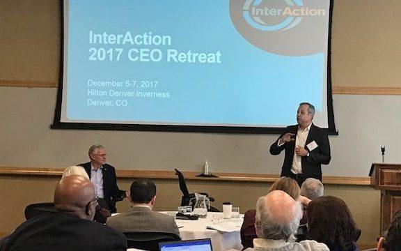 المدير التنفيذي يحضر خَلْوَةٌ المدراء التنفيذيون لـ (InterAction)