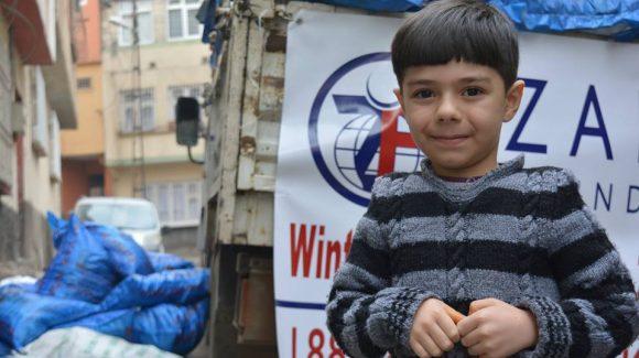 الزكاة توزع الملابس الشتوية في تركيا