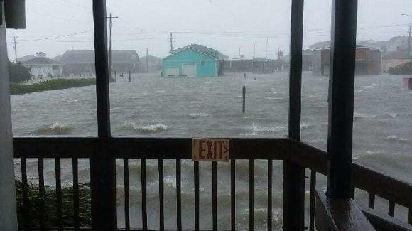 الزكاة تسارع لمساعدة متضرري إعصار فلورنس