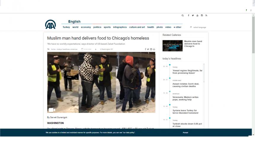 رجل مسلم يوزع الطعام على مشردي شيكاغو