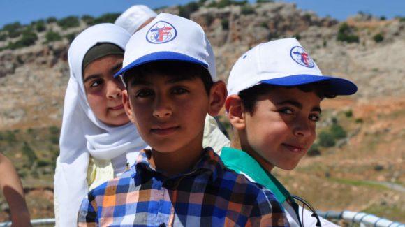 مساعدة الأطفال حول العالم