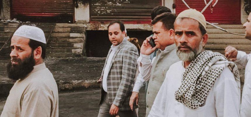 العصابات تحرق مسلمي دلهي بينما يضرب فيروس كورونا العالم