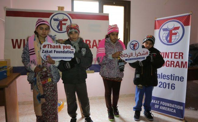 توزيع كسوة الشتاء على أطفال الأسر الفقيرة في غزة