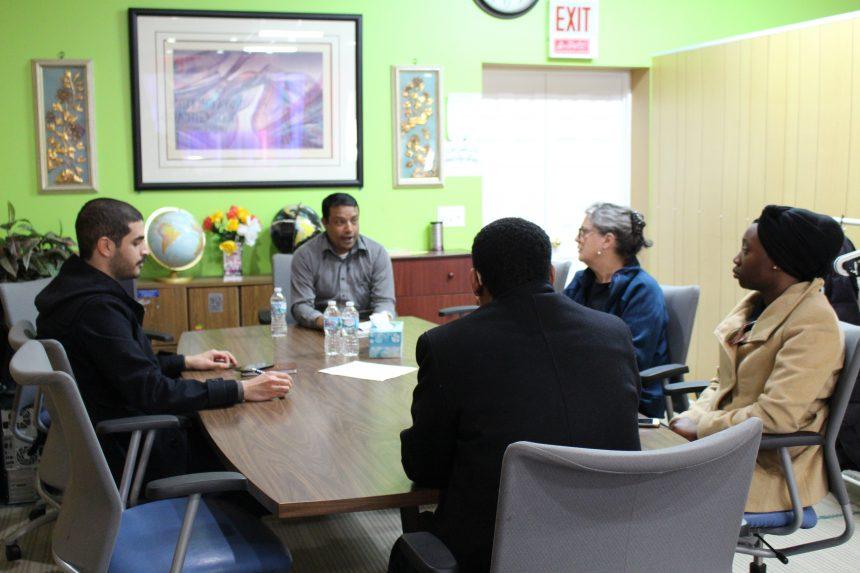 ممثلو البرامج في الزكاة يزورون المركز الروهنغي  في شيكاغو