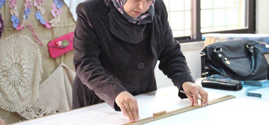 مساعدة اللاجئات السوريات