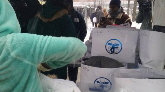 تجمع للمحبة وتوزيع معاطف مجانية في جنوب شيكاغو