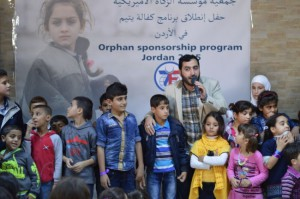 Yahya Hawwa singing with orphans