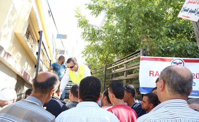 مؤسسة الزكاة توزع المساعدات العينية في فلسطين
