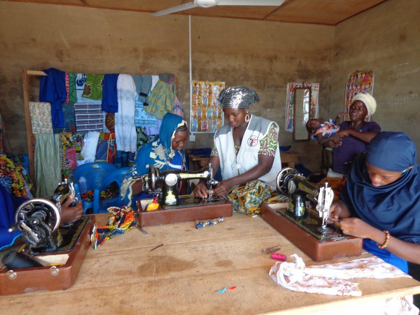 المؤسسة الخيرية الإسلامية تدعم المرأة الريفية التي لديها مهارات مهنية