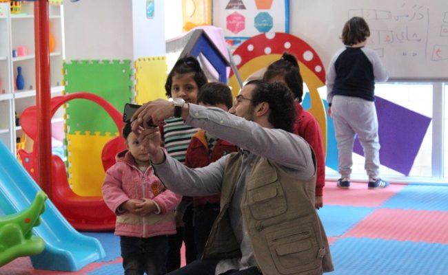 مساعدة الأطفال اللاجئين السوريين لبناء مستقبلهم