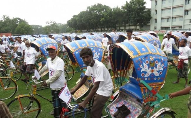 2013-100 عربة ريكشو لبنغلاديش خلال شهر رمضان