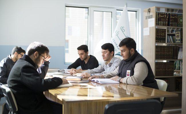 جامعة الزهراء: نحو مستقبل أفضل للطلبة اللاجئين السوريين