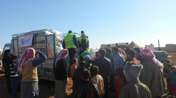 توزيع ملابس الشتاء في سوريا 2013