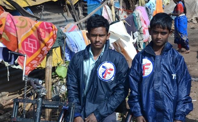 توزيع حقائب مستلزمات الشتاء في الهند