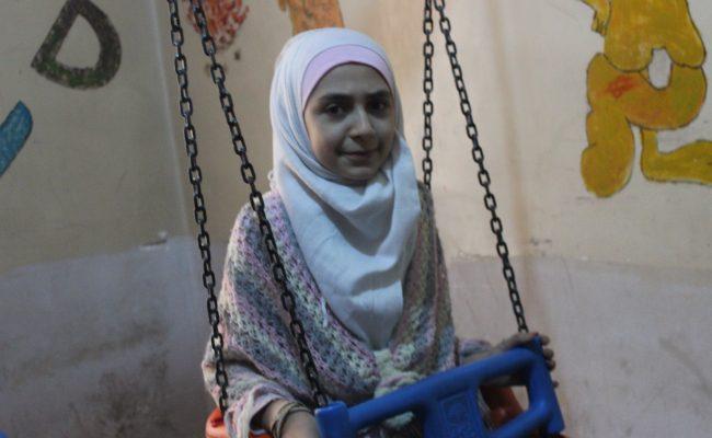 نايا طفلة يتيمة من سوريا