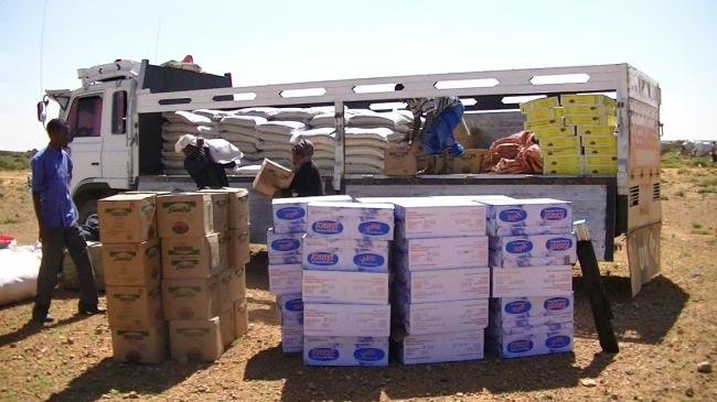 zf volunteers unloading the trucks