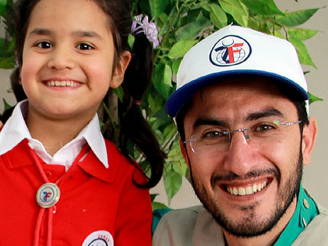 ZF Field Rep in Turkey Turned Passion for Teaching into Refugee Aid