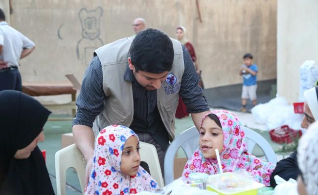 توزيع الطرود الغذائية على أهالي مخيمي الحصن و إربد الجديد