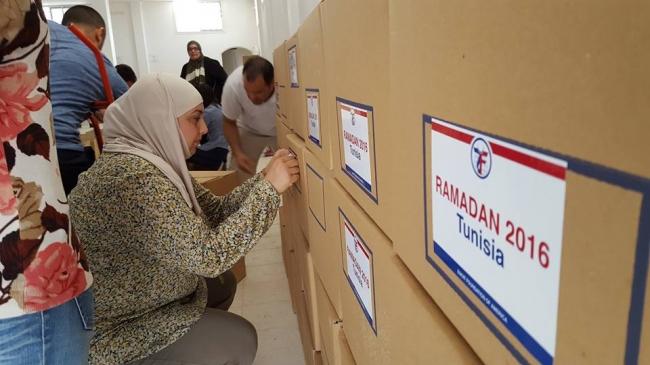 توزيع الطرود الغذائية في تونس